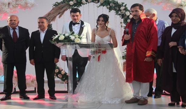 Özdemir ailesinin düğün mutluluğu…